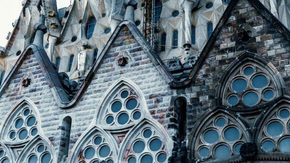 Runde Fenster der Sagrada Familia von aussen.