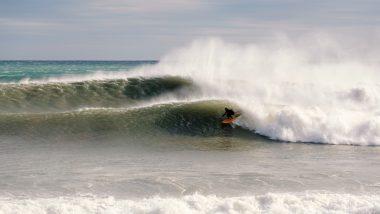 Surfer in einer Welle.