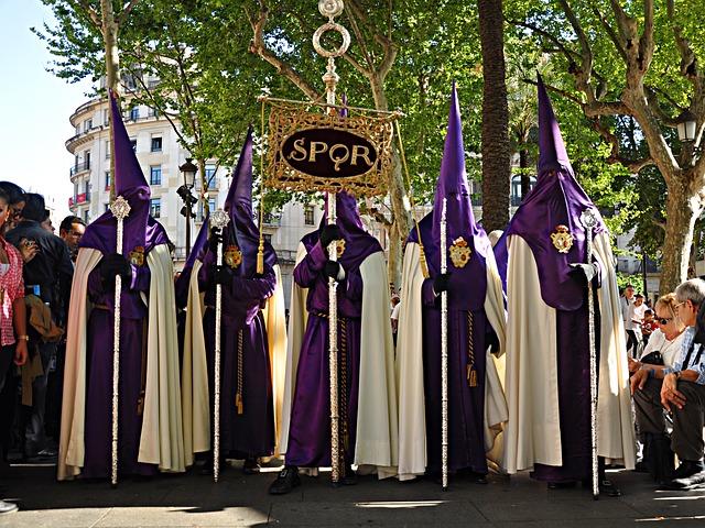 Die in Büssergewände gekleideten Nazarenos.