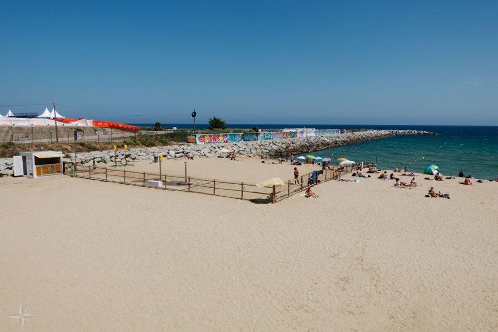 Der kleine, eingezäunte Hundestrand am Strand Levante.