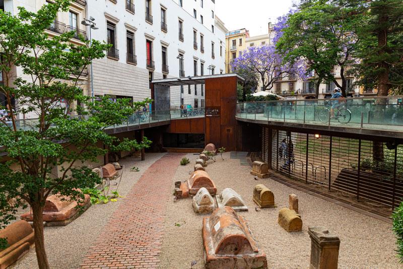 Antike, römische Gräber im Zentrum von Barcelona.