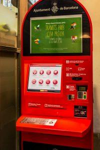 Automat am Eingang des Rathauses von Barcelona um Termine zu machen.