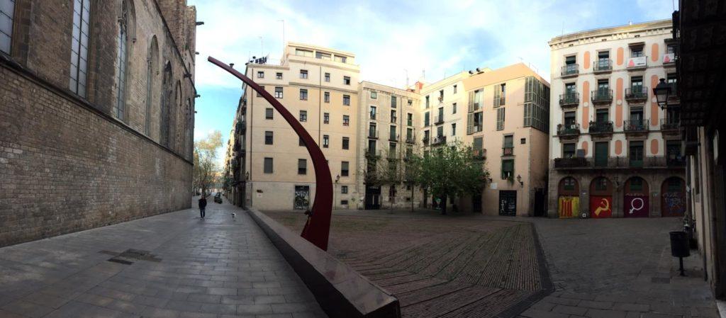 Ein verlassener Platz im Stadtzentrum.