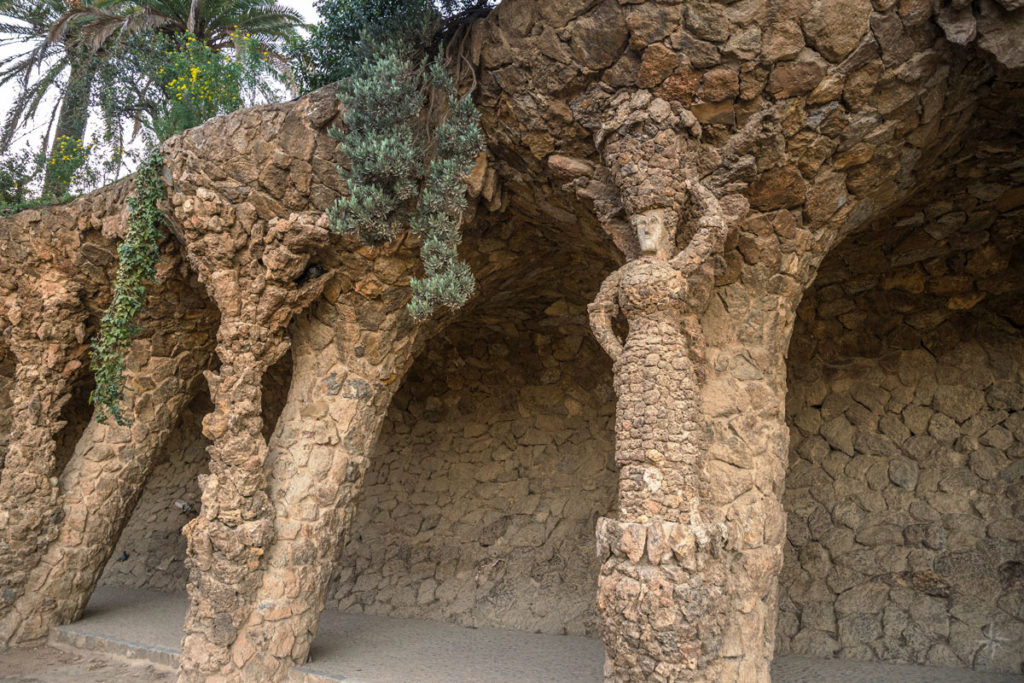 Die steinerne Figur eines Waschweibs, welche dem Säulengang seinen Namen gibt.