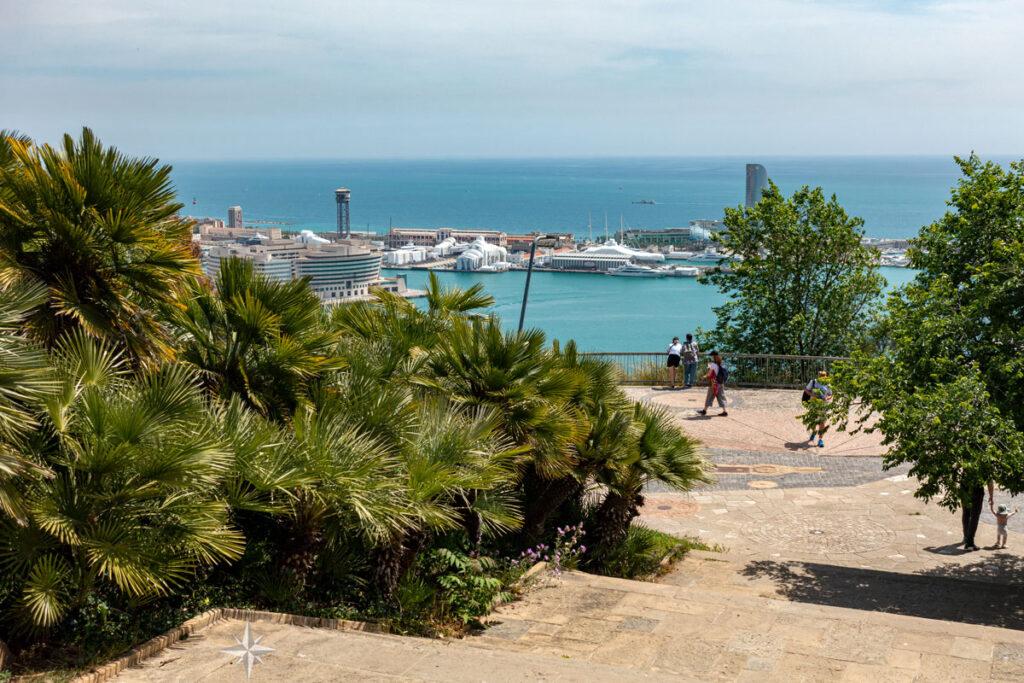 Aussichtspunkt auf dem Montjuïc mit Blick auf den Hafen von Barcelona.