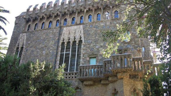 Die Fassade der Torre Bellesguard.
