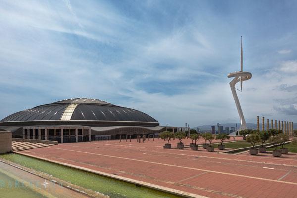 Das Olympische Stadium mit der nadelförmigem Radioturm.