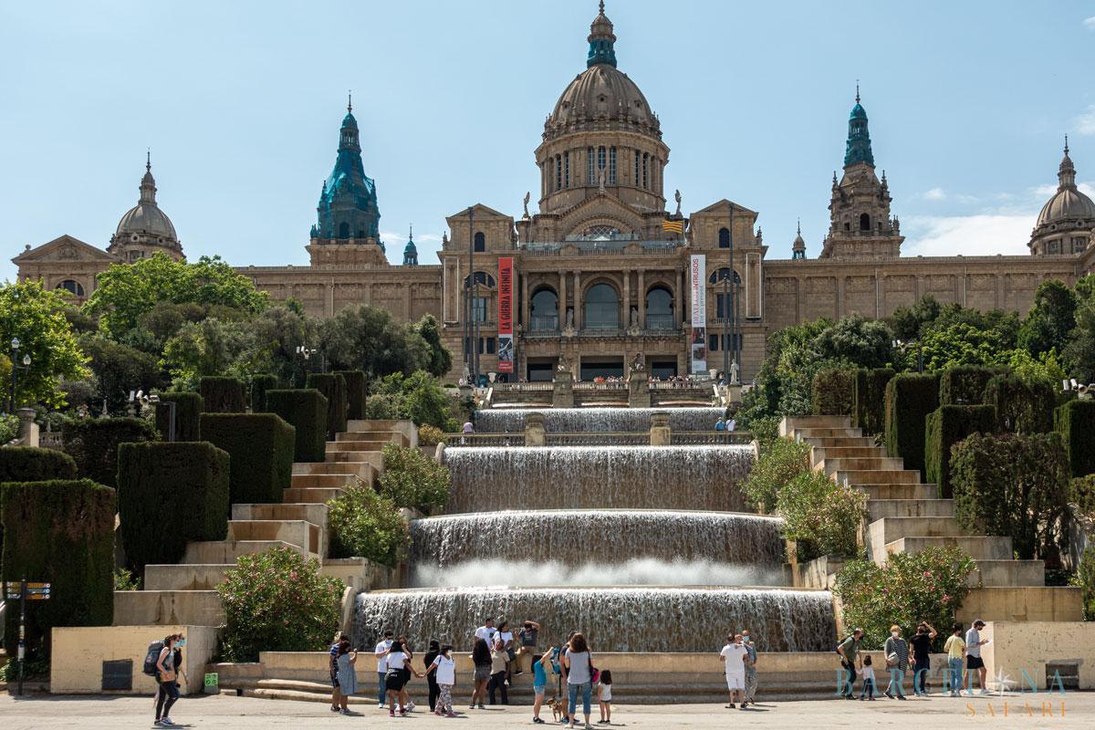 Der Schlossähnliche Nationalpalast, der das Kunstmuseum von Barcelona beherbergt.
