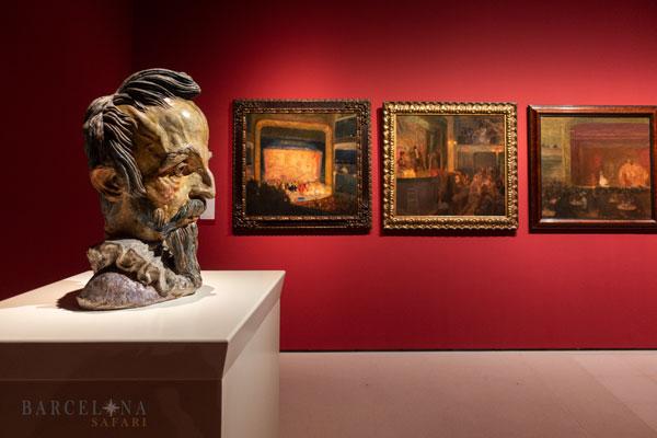 Der Kopf von Don Quijote de la Mancha dominiert diesen Ausstellungssaal über moderne Kunst im MNAC.